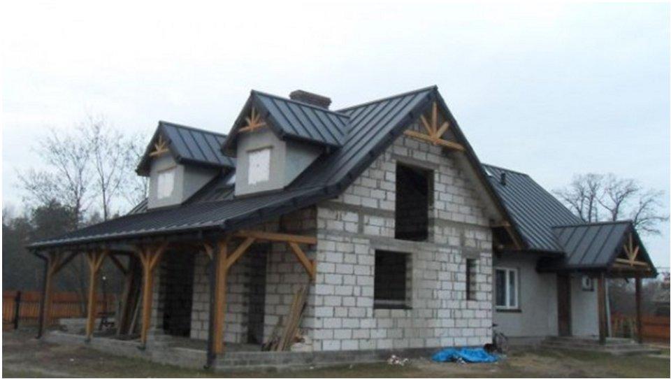 casa cu panouri din tabla