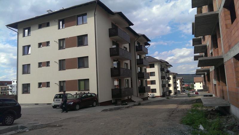 acoperis tabla cartier rezidential 6 blocuri in Loc. Floresti din Jud. Cluj